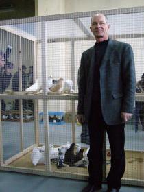 Голубевод Павел Лаврентьев со своими питомцами